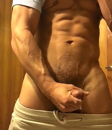 Muscled dude wanking his firm cock